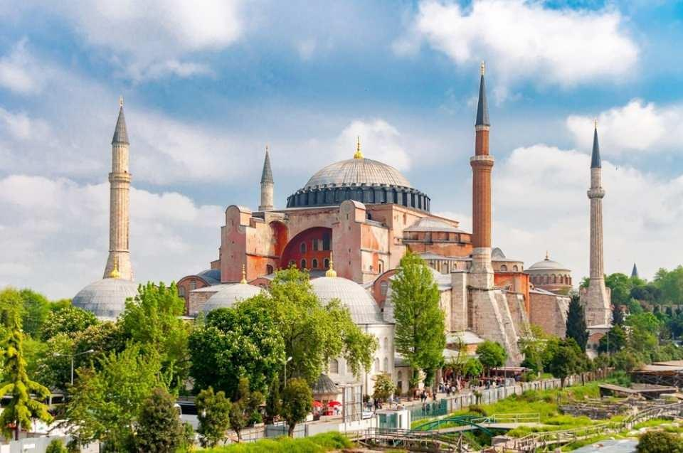 <p>7- AYASOFYA CAMİSİ / İSTANBUL</p>  <p></p>