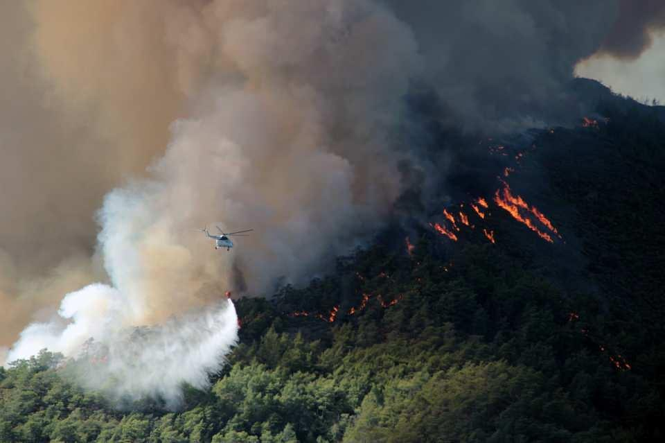 <p>27 Temmuz'da Marmaris'te çıkan orman yangını rüzgarın da etkisi ile büyüyerek geniş bir alana yayıldı.</p>