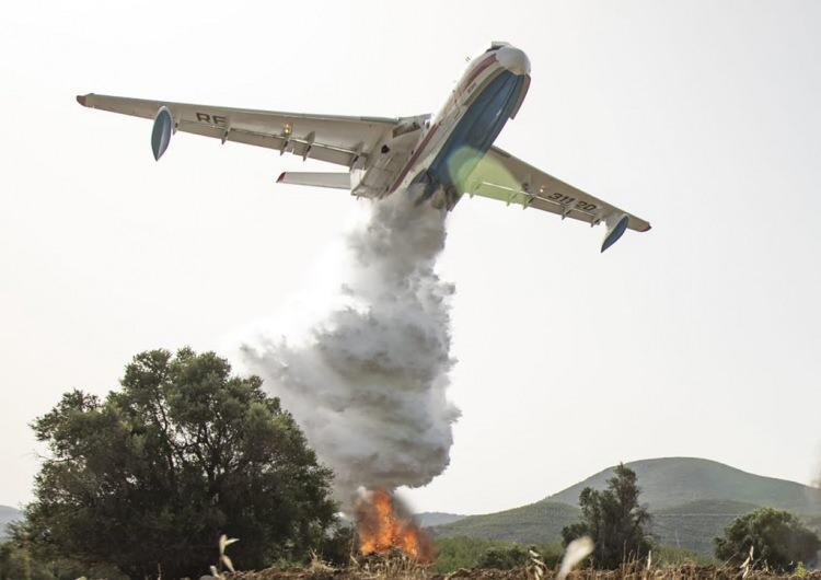 <p><strong>3 ADETBERİEV B200 YANGIN SÖNDÜRME UÇAĞI</strong></p>  <p>Beriev Be-200 Altair, Beriev tarafından üretilen Rus yapımı bir amfibyen jet uçağıdır. Uçak, yangın söndürme, arama kurtarma, deniz devriyesi, kargo ve yolcu taşımacılığı için tasarlanmış olup 12 ton su veya 72 yolcu kapasitesine sahip</p>