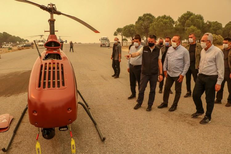 <p><strong>İNSANSIZ HELİKOPTER ALPİN</strong></p>  <p>Yerli üretim insansız helikopterde İHA'lar gibi anlık istihbarat için yangın bölgesinde görevde.</p>  <p></p>