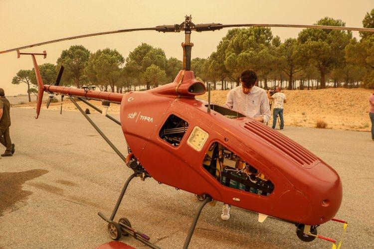 <p>20 bin feet yüksekliğe çıkabilen yerli insansız helikopter, 8 saat havada kalabiliyor. Yüksek çözünürlüklü temal kameraya sahip ALPİN, saate 160 km hızla çıkabiliyor.</p>