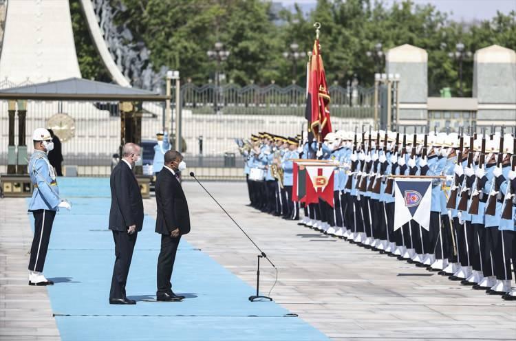<div>Baş başa görüşmeye geçen Erdoğan ve Lourenço, heyetler arası gerçekleştirecekleri görüşmenin ardından anlaşmaların imza törenine katılacak ve ortak basın toplantısı düzenleyecek.</div>  <div></div>  <div></div>