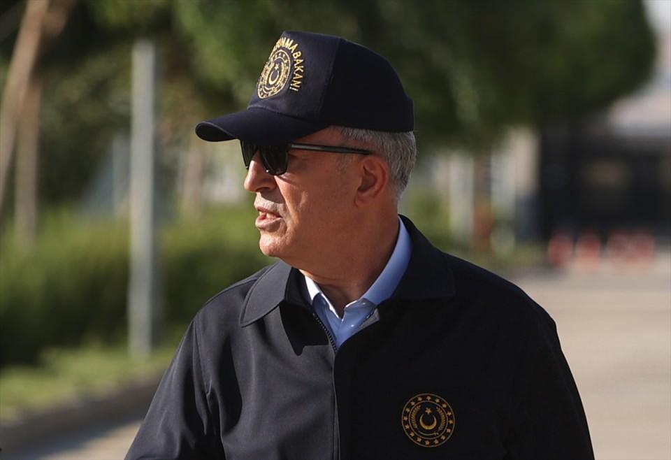 <p>Akar, beraberinde Genelkurmay Başkanı Orgeneral Yaşar Güler ve Kara Kuvvetleri Komutanı Orgeneral Ümit Dündar ile 2. Ordu İleri Komuta Yeri'nde dün yaptığı inceleme ve denetlemeler kapsamında, harekat merkezini ziyaret etti, 6. Mekanize Piyade Tümen Komutanlığı Esas Komuta Yeri'nde görevli personelle bir araya geldi.</p>  <p></p>