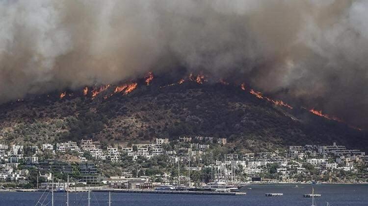 <p>Manavgat'ta dört gündür süren orman yangınında Kaçarlar, Taşağıl, Göğü köylerinde önceki akşam söndürülen yangın, tekrar başladı. Çam kozalaklarının yanarken patlarcasına alev çıkarması diğer bölgelere de ateşi sıçratıyor. Milliyet olarak yangınların sürdüğü bölgeleri gezdik.</p>