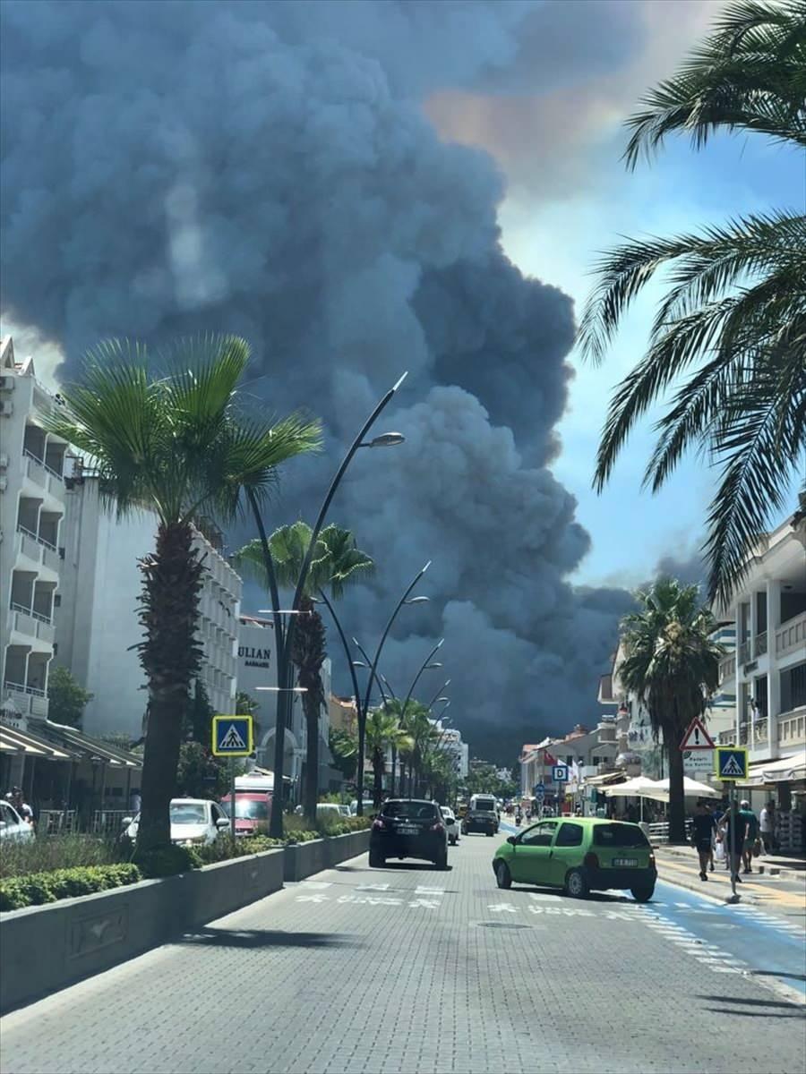 <p>Muğla'nın Marmaris ilçesindeki ormanlık alanda yangın çıktı.</p>  <p></p>