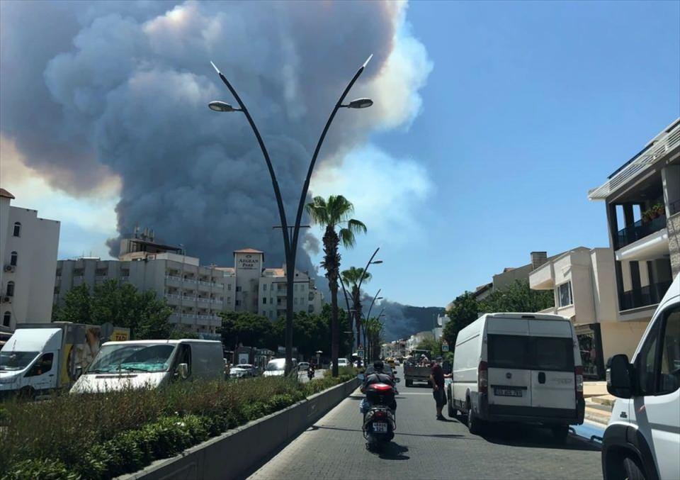 <p>Amutalan Mahallesi'ndeki ormanlık alanda henüz belirlenemeyen nedenle yangın başladı.</p>