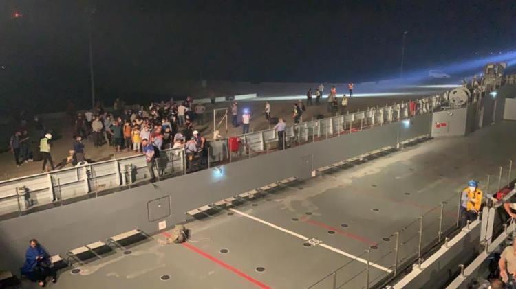 <p>Muğla'nın Milas ilçesinde alevlerin Kemerköy Termik Santrali'ne ulaşmasının ardından boşaltılan Ören'de kilometrelerce araç kuyruğu oluştu.</p>