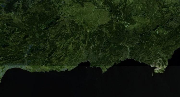 <p><strong>AYDINCIK - ÖNCESİ</strong></p>  <p>Yangınların ilk görüldüğü yerler arasında Mersin'in Aydıncık ilçesi bulunuyordu. İlçenin 27 Temmuz tarihindeki uydu görüntülerinde ormanlarında tahribat görülmüyor.</p>
