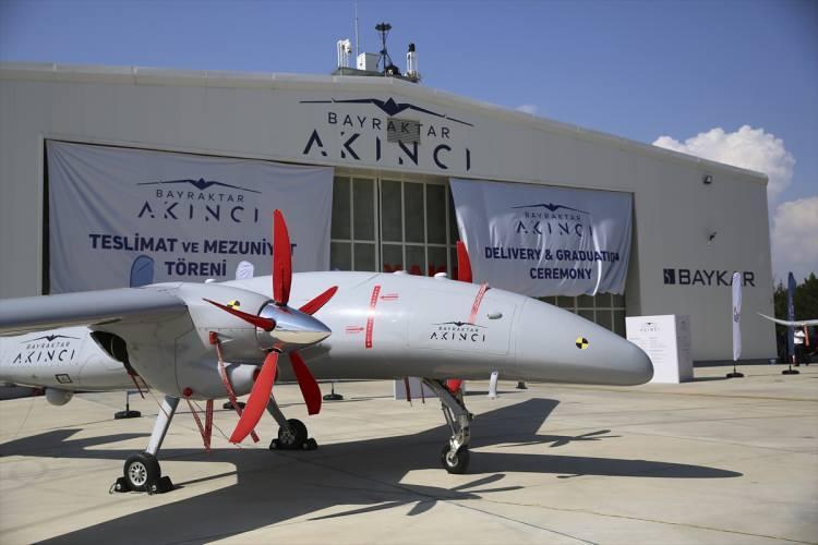 <p>Türkiye'de milli olarak geliştirilen hava-hava füzeleriyle donatılacak AKINCI TİHA, böylece hava hedeflerini de etkisiz hale getirebilecek.</p>