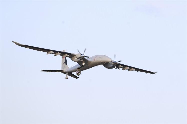 <p>Bayraktar AKINCI'yı geliştirme sürecinde 3 prototip üretildi. AKINCI ilk uçuşunu 6 Aralık 2019'da gerçekleştirdi. Prototip araçların ardından ilk uçakların seri üretimine başlandı.</p>