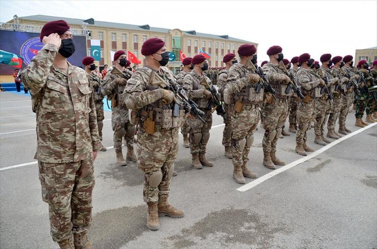 <p>Azerbaycan Özel Kuvvetler Komutanı Korgeneral Hikmet Mirzeyev, törende yaptığı konuşmada Azerbaycan, Türkiye ve Pakistan'ın yakın dost ve kardeş ülkeler olduklarını, bu ilişkilerin merkezinde üç ülke halklarının yakınlığının yattığını vurguladı.</p>