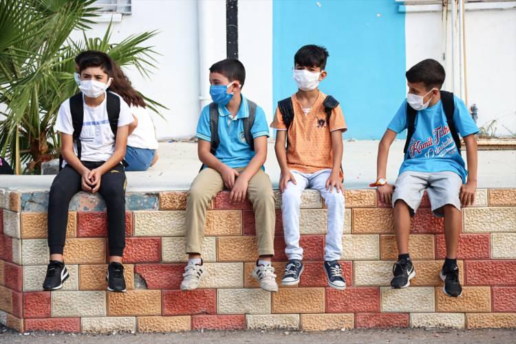 <p>Okul başlangıcında velilere olası hastalık durumunda bilgi paylaşabilmeleri için `Bilgilendirme Formu` verilecek.</p>  <p></p>