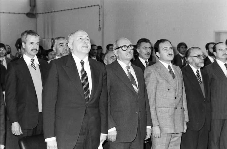 <p>MSP davası Ankara Sıkıyönetim Komutanlığı 1 No.lu Askeri Mahkemesi'nde başladı. Erbakan ve arkadaşları hâkim karşısında.(24 Nisan 1981)</p>  <p></p>