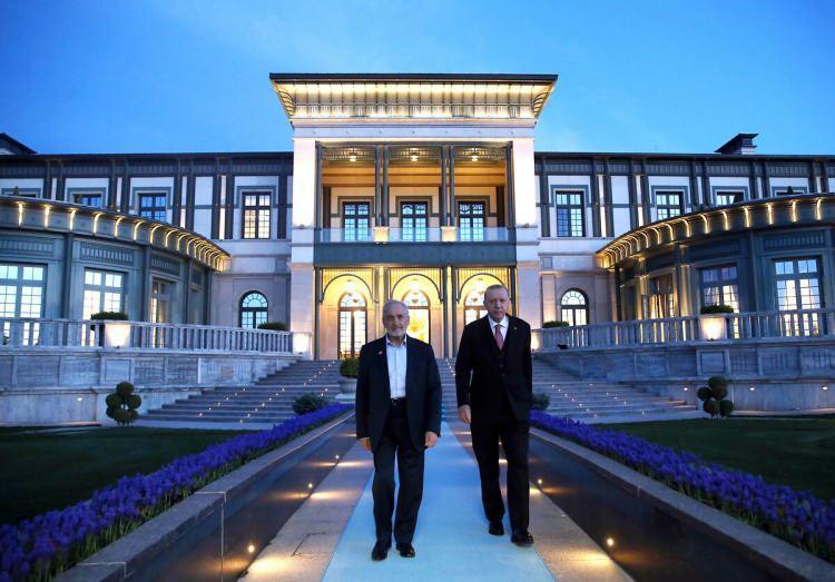 <p>Cumhurbaşkanı Recep Tayyip Erdoğan, Saadet Partisi Yüksek İstişare Kurulu ve Milli Görüş Vakfı Başkanı Oğuzhan Asiltürk ile iftar yemeğinde bir araya geldi. (21 Nisan 2021)</p>  <p></p>