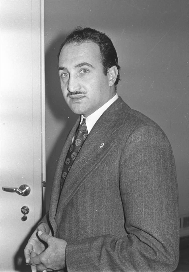 <p>1974 yılında dönemin İçişleri Bakanı Oğuzhan Asiltürk.(Arşiv)</p>