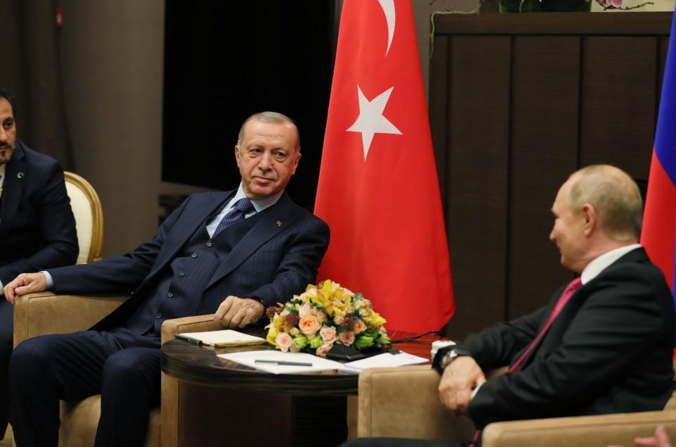 """<p><strong>""""YANGIN VE FELAKETLERE DESTEĞİ İÇİN TEŞEKKÜR EDERİM""""</strong></p>  <p></p>  <p>Cumhurbaşkanı Erdoğan, Rus mevkidaşı Putin'e yangın ve felaketlerde gösterdiği destekten dolayı teşekkürlerini iletti. Erdoğan, """"Yangın ve felaketlerde bize vermiş olduğunuz destek nedeniyle şahsım ve milletim adına çok teşekkür ediyorum.</p>"""