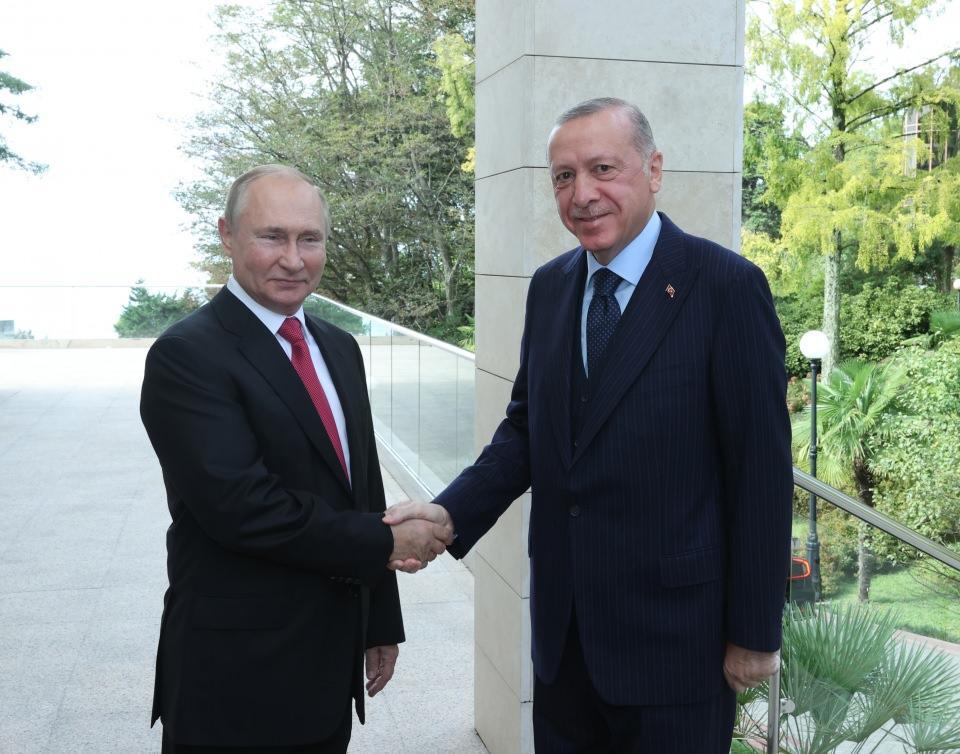 <p>Putin, Erdoğan'ı Devlet Başkanlığı Resmi Konutu'nda karşıladı.</p>  <p></p>