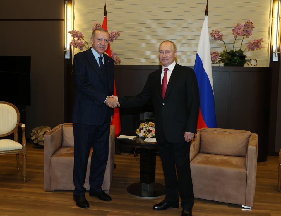 """<p>Cumhurbaşkanı Erdoğan, Türkiye ve Rusya arasındaki ilişkilerin birçok alanda kendini farklı şekilde gösterdiğini ifade ederek, """"Hepsinden öte siyasi, ekonomik, askeri, ticari alanlarda Türkiye-Rusya ilişkileri çok farklı şekilde kendini gösteriyor.</p>"""