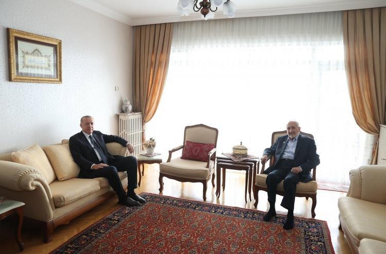 <p>Cumhurbaşkanı Recep Tayyip Erdoğan, Saadet Partisi Yüksek İstişare Kurulu Başkanı Oğuzhan Asiltürk'ü evinde ziyaret etti. (7 Ocak 2021)</p>  <p></p>