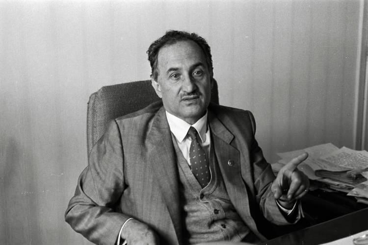<p>Refah Partisi Genel Sekreteri Oğuzhan Asiltürk. (1 Ocak 1991)</p>  <p></p>