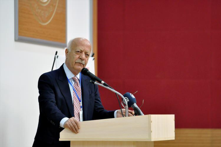 <p>1 Ocak 1955'te Ordu Fatsa'da doğdu. İlahiyatçı, İktisatçı, Siyaset Bilimci ve Yayıncı olan İsmet Uçma, Marmara Üniversitesi İlahiyat Fakültesinden mezun oldu.</p>