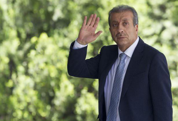 <p><strong>Gıda Tarım Hayvancılık Bakanı: Mehdi Eker</strong><br /> <br /> Mehmet Mehdi Eker, 1 Ocak 1956'da Diyarbakır'da doğdu. Babasının adı Abdullah, annesinin adı Fehime'dir.</p>  <p>Veteriner Hekim ve Tarım Ekonomisi Uzmanı; Ankara Üniversitesi Veteriner Fakültesini bitirdi. Yüksek lisansını İngiltere'de University of Aberdeen'de, doktorasını Ankara Üniversitesinde tamamladı.<br /> Tarım ve Köyişleri Bakanlığının değişik birimlerinde üst düzey görevlerde bulundu.<br /> 22 ve 23. Dönemde Diyarbakır Milletvekili seçildi. 22. Dönemde Avrupa Konseyi Parlamenter Meclisi ve Batı Avrupa Birliği Parlamenter Asamblesi Türk Grubu Üyesi olarak görev yaptı. 59 ve 60. Hükümette Tarım ve Köyişleri Bakanlığı görevini üstlendi. 61. Hükümette Gıda Tarım ve Hayvancılık Bakanlığı görevine atandı.<br /> İngilizce bilen Eker, evli ve 3 çocuk babasıdır.</p>