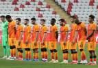 Galatasaray'da 12 futbolcu haber bekliyor