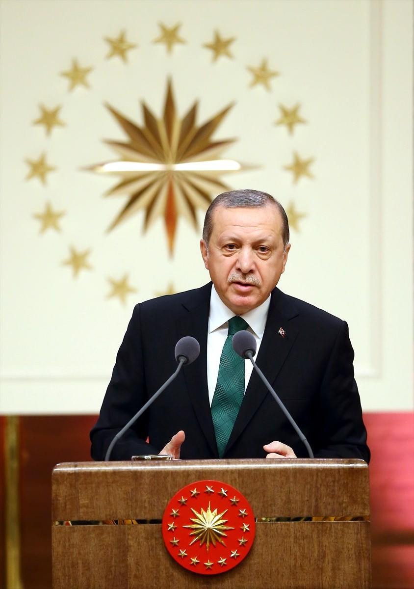 """<p>Cumhurbaşkanı Erdoğan, """"Her şey devlet devlet devlet"""" dememeleri gerektiğine vurgu yaparak, """"Ar-Ge'de çalışan personel sayısı göreve geldiğimde 29 bindi hamdolsun şu anda 122 bine yükseldi. Tabii bu sayının da 200 binleri hatta 300 binleri bulması gerekiyor."""" dedi.</p>"""