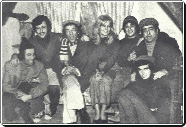 <p>Tiyatro ve sinema sanatçısı Zeki Alasya, tedavi gördüğü hastanede 72 yaşında vefat etti.</p>  <p></p>
