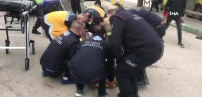 Aşırı hızlı otomobil, otobüs durağına daldı: 1'i çocuk 5 kişiyi ezdi