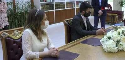 Belediyelerde nikah sırası bulamayan çiftler müftülüğe koştu