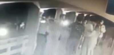 CHP'li Didim Belediye Başkanı Ahmet Deniz Atabay polise yumruk attı
