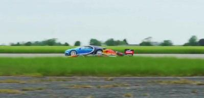 Nefes kesen yarışma! Bugatti Chiron ve F1 aracı kapıştı