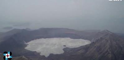 Taal Yanardağı'ndaki patlama anı kamerada