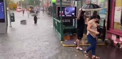 Alt yapı çöktü, New York metrosunu su bastı!