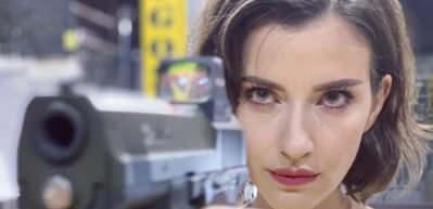 Güzel oyuncu İrem Helvacıoğlu'nun atış talimi videosu nefes kesti!