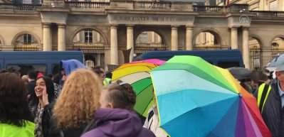 Fransa'da Kovid-19 aşı zorunluluğuna karşı gösteri düzenledi