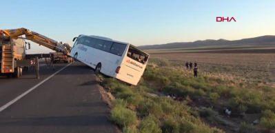 Aksaray'da yolcu otobüsü devrildi! 22 yaralı