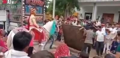 Düğünde, damadı 'at kaçırdı'