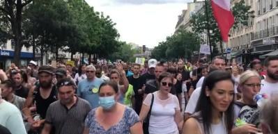 Fransa'da Kovid-19 Zorunlu Aşı Karşıtları Meydanlarda