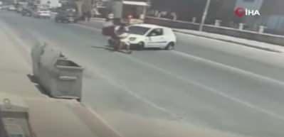 Mersin'de motosiklet kazası! Bir anda kavgaya tutuştular