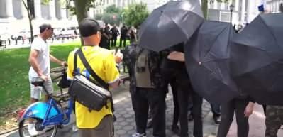 New York'ta karşıt görüşlü göstericiler arasında gerginlik