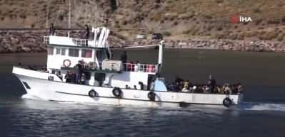 Çanakkale'de balıkçı teknesinde 231 göçmen yakalandı