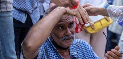 Tunus'ta darbe karşıtları ve destekçilerine müdahalede bulundu