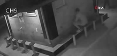 İstanbul'da camilere dadanan hırsızlar kamerada! Abdest alacak gibi yapıp muslukları çaldılar
