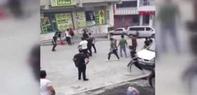 Taş yumruk havada uçuştu! Sultangazi'de yabancı uyrukluların kavgası kamerada