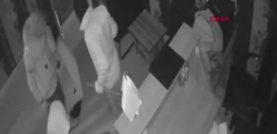 Tuvalet penceresinden kaçmaya çalışan hırsız böyle yakalandı