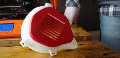 3D yazıcıyla maske üretip sağlıkçılara yolluyorlar