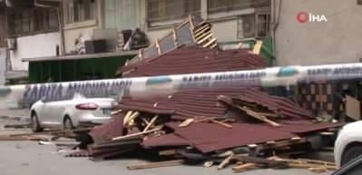 İstanbul'da şiddetli rüzgar çatı uçurdu