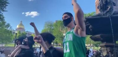 FETÖ'cü Enes Kanter Amerika'da protestolara katıldı